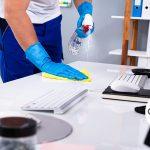 ¿Cómo hacer una limpieza en una oficina?